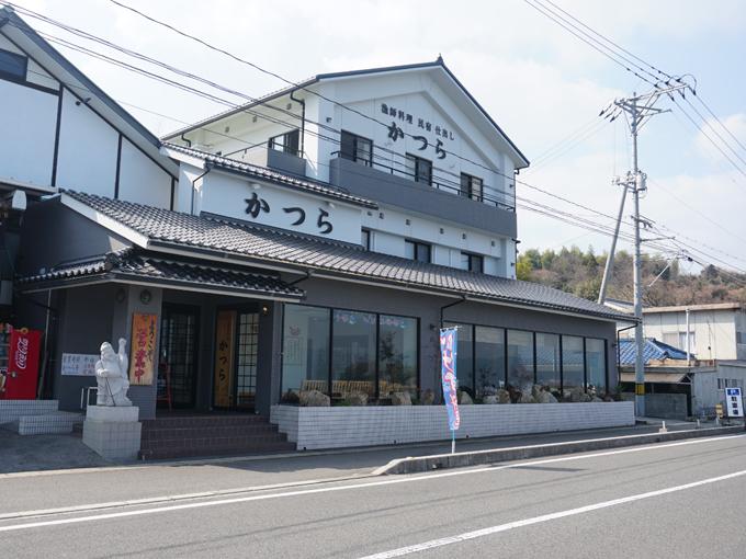 ▲下蒲刈島から上蒲刈島に入り、ランチのため「かつら亭」へ。瀬戸内海で獲れた地魚を使った漁師料理を堪能できます