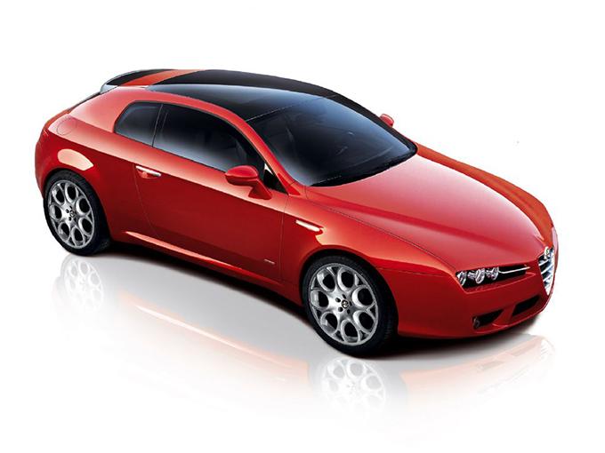 【アルファロメオ アルファブレラ(初代)】エンジンは2.2Lの直4と3.2LのV6で、3.2Lの方は4WDとなる。後席が左右独立の4人乗り。大型ガラスサンルーフを備えた「スカイウインドー」モデルや、高級レザーのポルトローナフラウ社製レザーを贅沢に使ったオプションも用意された。原稿執筆時点で全国に40台。支払総額での最安値は8.5万kmで87万円