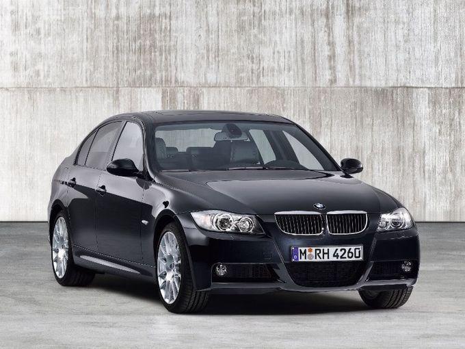 ▲2005年4月から2011年12月まで販売された5代目BMW 3シリーズ。エンジンラインナップは豊富だが、今回の予算帯で検討可能なのは2L直4自然吸気の320i系。それでも動力性能は十分以上