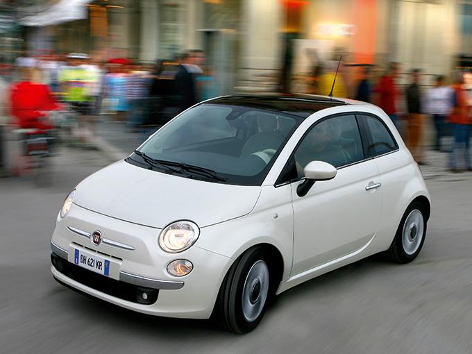 【フィアット 500(3代目)】排気量は900cc、1.2L、1.4Lがあるが、個人的には900ccが最も操って楽しいと思う。デビューしてはや10年。その間に大きな変更点はないが、限定色のボディカラーなど数多の特別仕様車が投入されているので「選ぶ楽しさ」もある。原稿執筆時点で、支払総額100万円なら2008年から2010年式の5万km未満が狙える