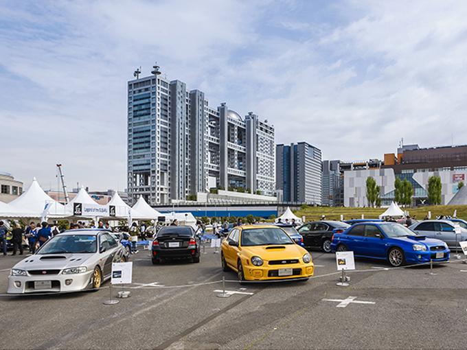 ▲18車種の歴代STIコンプリートカーが並ぶ景観は圧巻。ほかにも1964年の第21回日本グランプリでクラス優勝したスバル360や、10万km世界最高速度(10万kmを最も速く走り続けた)樹立車の初代レガシィ、レガシィ/インプレッサWRC参戦車両が展示された