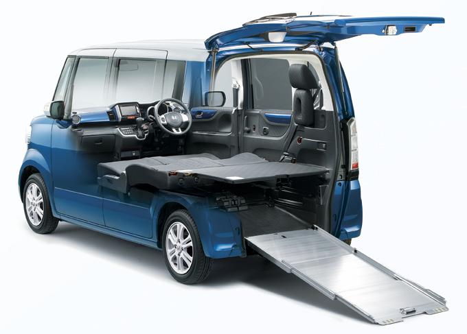 ▲マルチボードやスロープなど、荷室を快適にとことん使い倒せるオプションを用意した初代N-BOXの兄弟車。多彩な空間アレンジが可能な、いわば荷室要領スペシャルモデル!