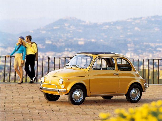 ▲1957年から1977年まで販売された往年のフィアット 500。エンジンは排気量0.5Lの空冷直列2気筒OHVです