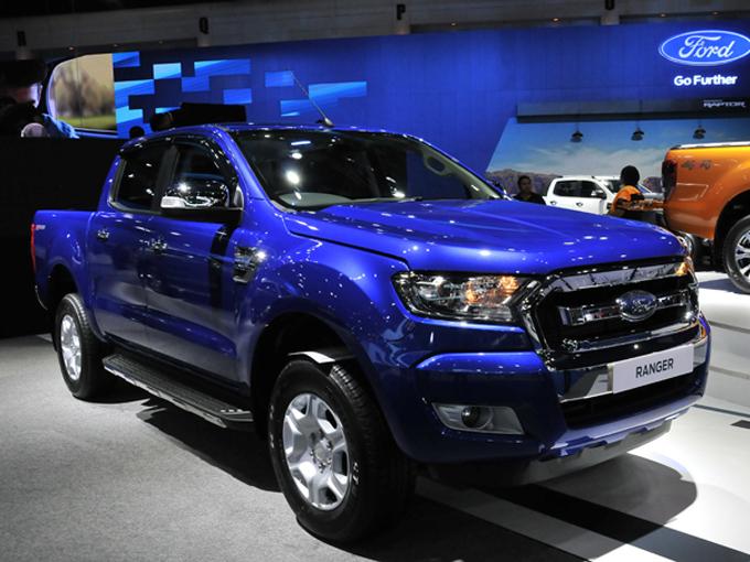 ▲フォードのレンジャーは数多くのモデルが用意されている。アメリカ仕様では、10速ATが用意されることになっているが、タイの現行モデルは6速のMTかATとなる
