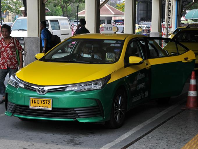 ▲タクシーは基本的にはメーター料金ですが、乗る前に目的地を言うのが暗黙のルールです。目的地によっては料金は交渉となることもあれば、乗車拒否されることもあります
