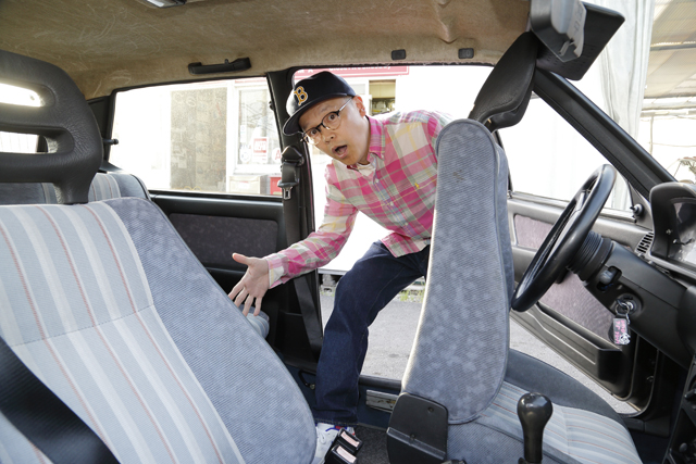 ▲前席が持ち上がるから3ドアでも後席の乗降は楽。開口部はフィアット 500より広いです