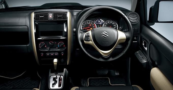 ▲2014年に設定された特別仕様車「ランドベンチャー」のインテリアはこんなにモダン(?)。特別仕様車の人気が高いのもジムニーの特徴