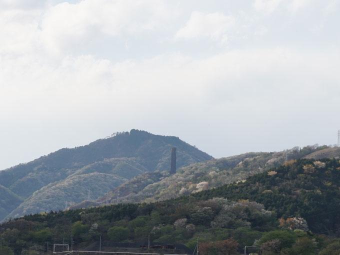 ▲「大煙突」は日立市のシンボル。かつて鉱工業で栄えた町だということを物語っている