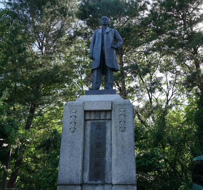 ▲この白衣大観音は、昭和11年(1936年)に実業家の井上保三郎さんという人によって建立されたらしいです。よく存じ上げませんが、同じ井上として尊敬します。きっと井上界のスター