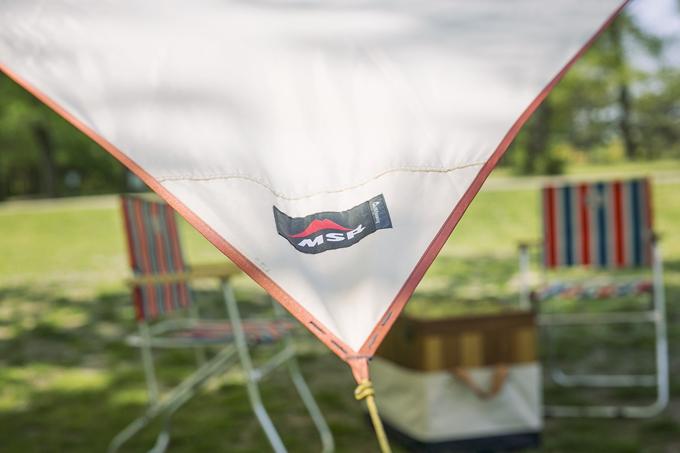 ▲機能とデザインを両立した「MSR」の古いタープを愛用。テントも同じブランドのもの