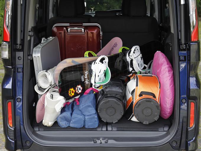 ▲これはステップワゴン! この3台で唯一サードシートが床下収納なんです。なので荷室が広くて荷物の載せ方とか全く考えなくてもOKでした