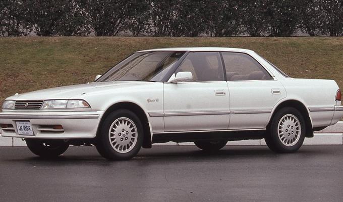 ▲バブル期のトヨタ マークⅡの人気はすごかった。スーパーホワイトのカラーに泣く子も黙るツインカムツインターボの装備は、中流意識の象徴的なモデルであった(写真はNAモデルのグランデ)