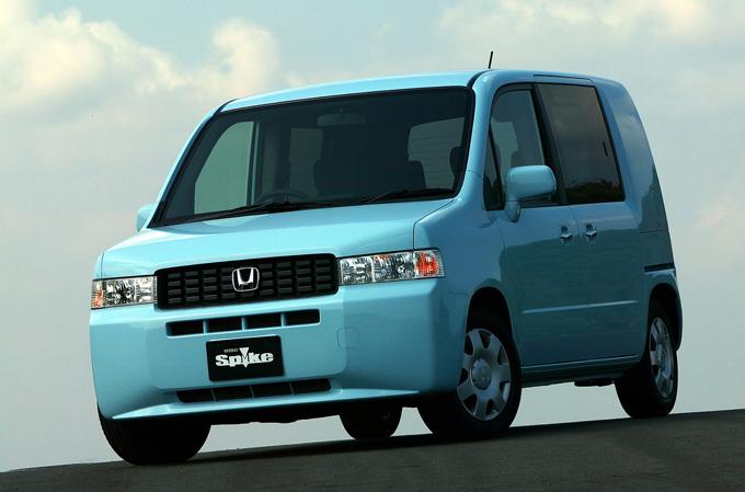 ▲こちらがモビリオスパイク(初代)。2002~2008年に生産されたホンダの5人乗り乗用車です
