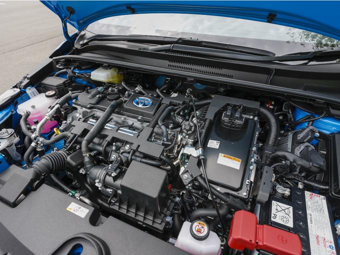 ▲プリウスと同じ1.8L HVのエンジン。