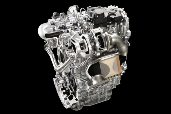 ▲2L M9R型ディーゼルターボエンジン。DPFのクリーンナップは手動操作で行う