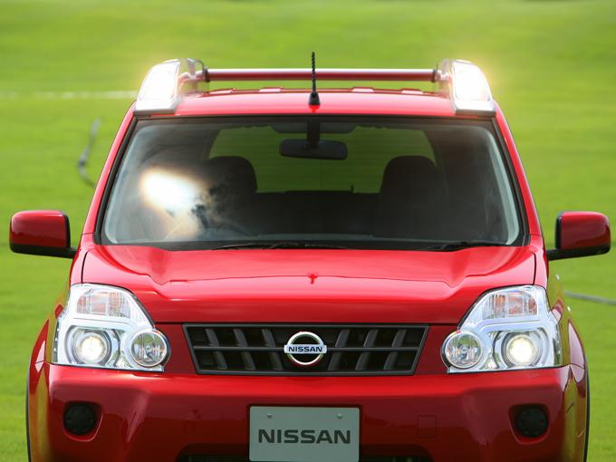 ▲通常のハイビームよりも遠方を照らすドライビングランプを内蔵したハイパールーフレール。これがめっちゃ明るい!