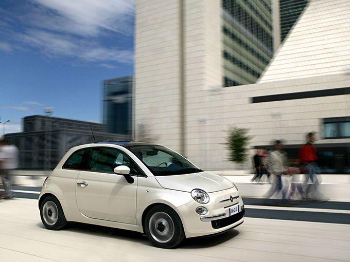▲かなりステキでかわいいイタリア車であるフィアット 500ですが、実はコレの比較的低走行な中古車って、中古の軽自動車と同じぐらいの予算でも狙えてしまうのです!