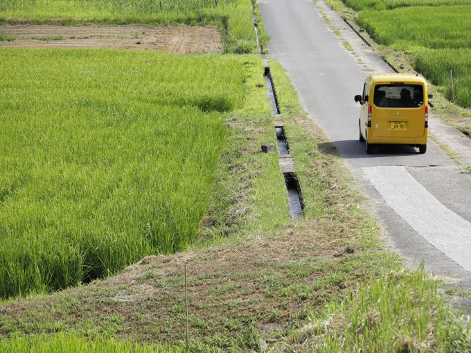 ▲狭い道、左右の足元が見にくい道、ちょっとした勾配なども気にせず荷物を運ぶ軽バンは、日本では欠かせないツール。軽バンの性能アップはドライバーにとっては大歓迎に違いない。それにしても軽自動車は日本の道が超似合う