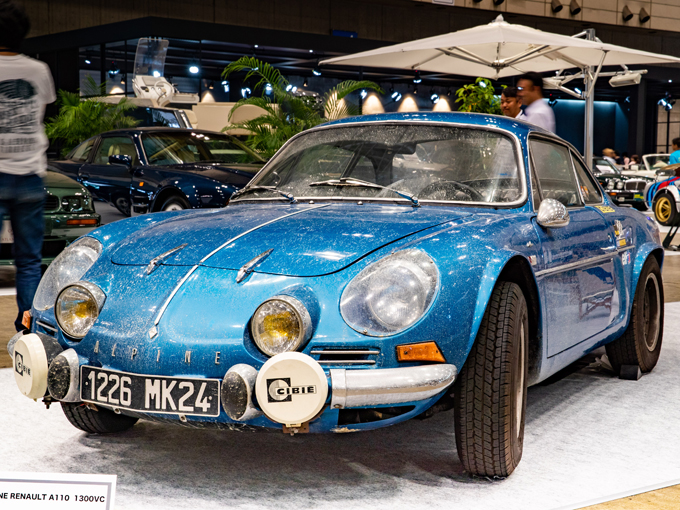 ▲こちらは初代のアルピーヌ A110。1970年代に一世を風靡したライトウェイトスポーツだ(写真は、今年8月に開催されたオートモビルカウンシルでの展示車両)