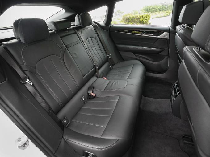 ▲前席同様に後席の足元も、ゆったりとできるスペースが確保されている