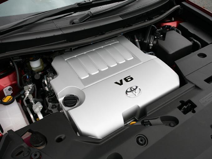 ▲小さなエンジンルームに見事3.5L V6エンジンが収まっています