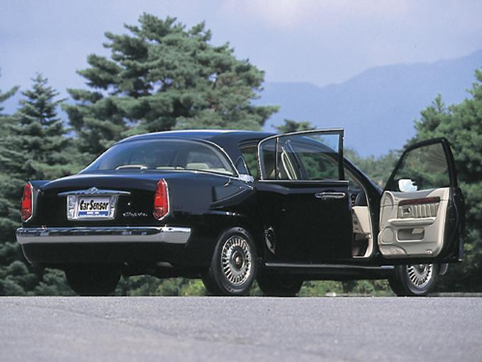 ▲観音開きのドアで外装の雰囲気もレトロなトヨタ オリジン。70年代の車かと思いきやバリバリ平成生まれの車なのです