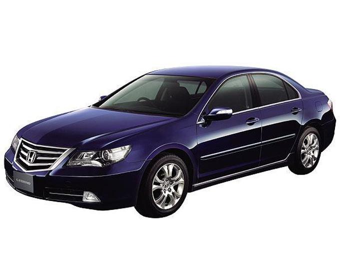 """▲2~3代目まではエンジンを縦置きにレイアウトしていたが、2004年に登場した4代目で横置きレイアウトに変更している。加えて独自の四輪駆動システム""""SH-AWD(Super Handling All-Wheel-Drive)""""を搭載。また国産車では初めて自主規制値の280psを超える300psで登場したことでも注目を浴びたモデル"""
