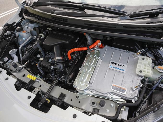 ▲心臓部の見た目はe-POWER NISMOと変わらないが、オーテックによってモーター最高出力は80 kW から100kW(136ps)にアップ、最大トルクは254 N・m から320N・mと3L超のガソリンエンジン車並みにアップしている
