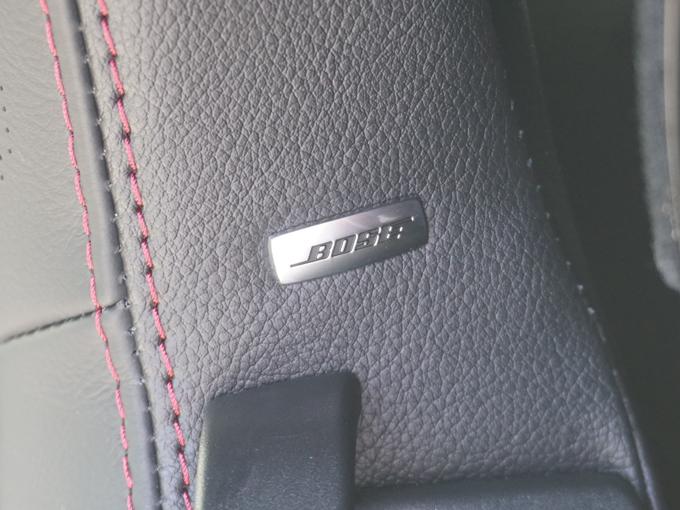 ▲組み込まれるBOSEのスピーカーも車内が静かなRFなら威力を発揮し、ドライブに花を添えてくれそうです