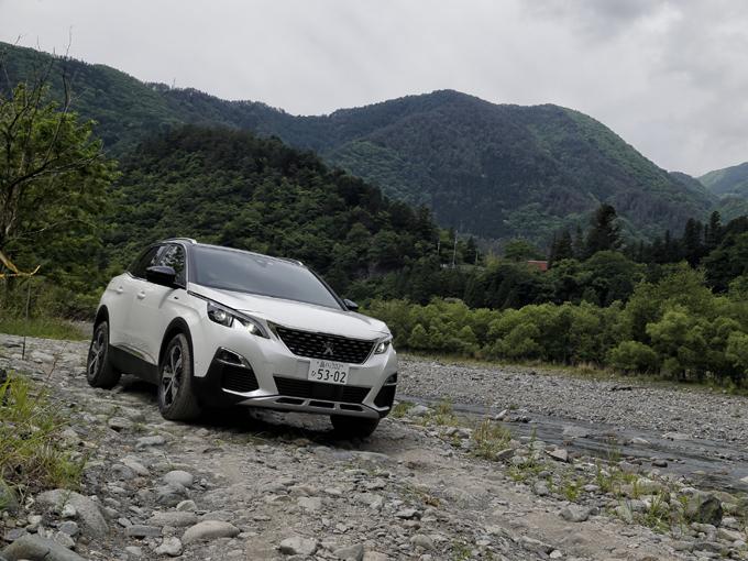 ▲写真は1.6Lターボガソリンモデル。基本的なデザインは変わらないが、GT BlueHDiの方がカラーバリエーションが豊富だ