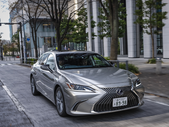 日本初導入となった新型『レクサス ES』試乗レポート。洗練されたデザインはもちろん静粛性や安定感のある走りも魅力だ