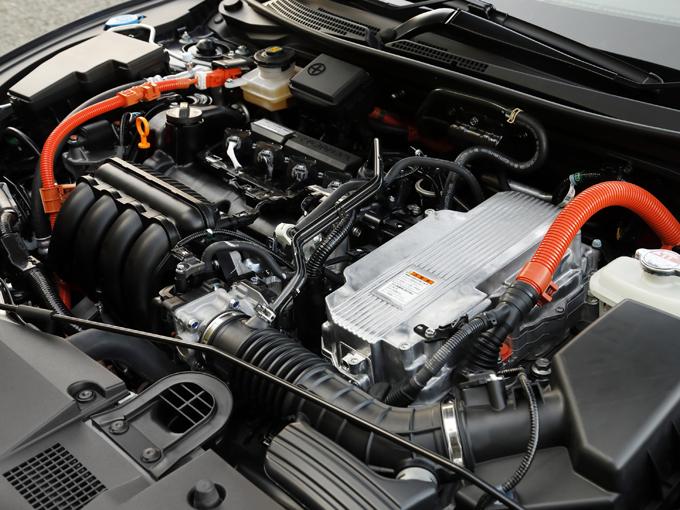▲パワーユニットは2つのモーターに1.5Lエンジンを搭載した「SPORT HYBRID i-MMD」を採用した