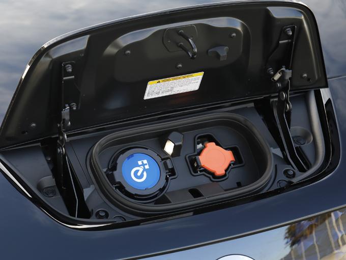 ▲充電ポートに「e+」のロゴも装着される