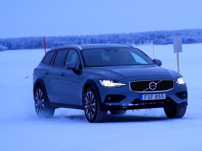 【試乗】新型 ボルボ V60クロスカントリー|本場スウェーデン氷上ドライブ。デザインも走りも安全性も一切無駄がない!