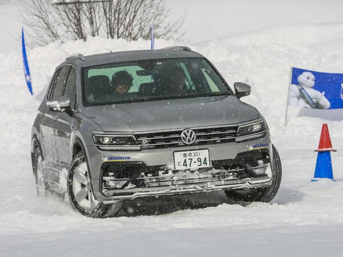 ▲雪上でも「スノーモード」の選択で、ドライバーの意思どおりに車を扱える。特別なドライビングスキルがなくとも、四輪制御による安心感ある走行が可能だ