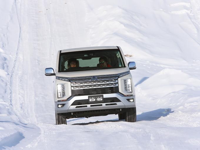 【雪上試乗】新型 三菱 デリカD:5|もはやミニバンということを忘れる走破性の高さだ!