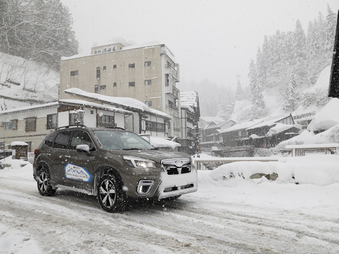 【試乗】新型 スバル フォレスター|ハイブリッド車とガソリン車を豪雪地帯で乗り比べ!