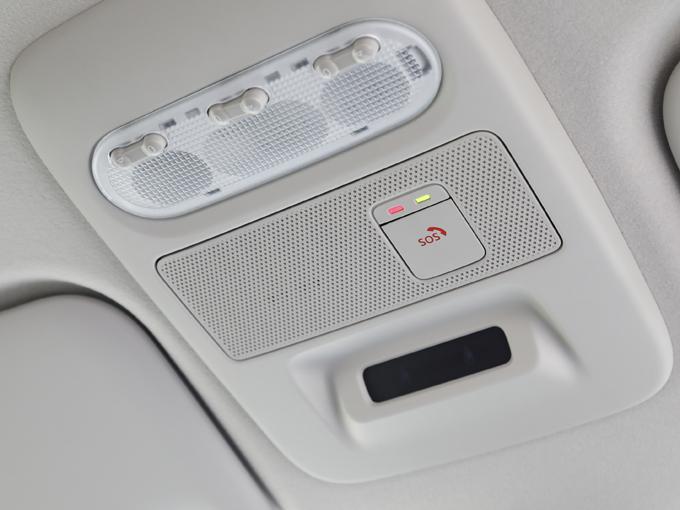 ▲高性能の位置情報、センサー情報とともに専門のオペレーターにつながる軽自動車初のSOSコールがオプションで装着可能