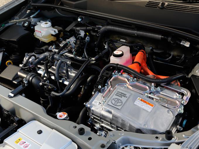 ▲1.5Lガソリンエンジンにモーターを加えたハイブリッドシステム。基本的には同社のコンパクトミニバンであるシエンタや、ステーションワゴンのカローラフィールダーと同じパワートレインとなる