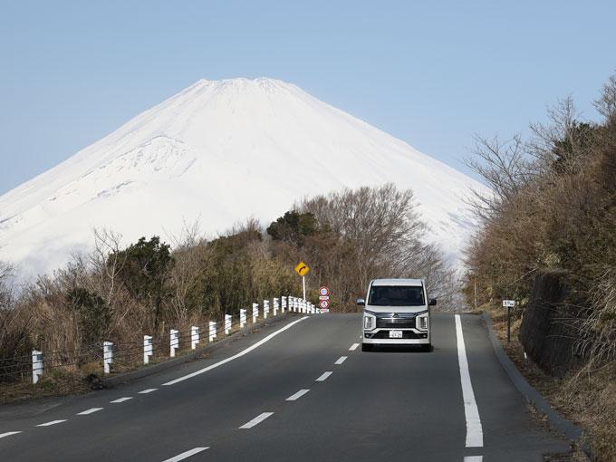 【試乗】新型 三菱 デリカD:5│悪路だけと思うなよ! 意外にもデリカD:5は峠最速ミニバンだった!?