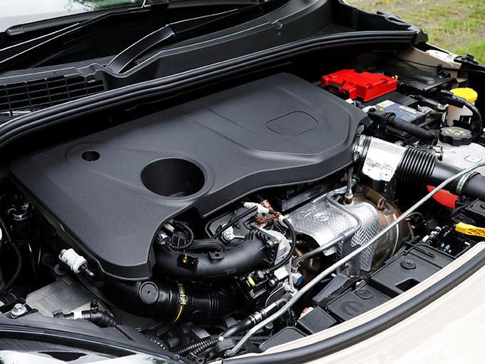 ▲フィアット初採用となる新世代のオールアルミ製の1.3Lガソリンターボエンジンを搭載。最高出力が11ps、最大トルクは20N・m高まり、より快適な走行が可能となった
