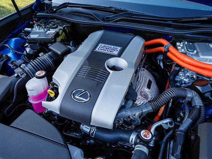 ▲新型RC 300h version Lは直4エンジンを搭載し、最大178ps、22.5kgfmを発生する