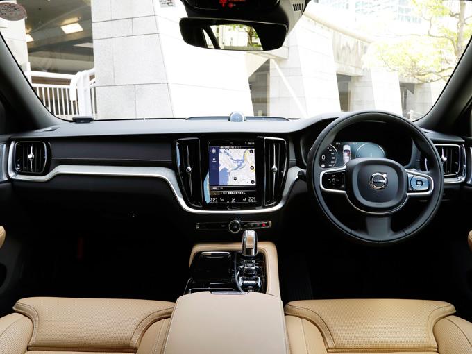 ▲インテリアは上質で、素材の吟味も非常に上手だ。いつ乗っても満足感が得られる。加えて視認性がよいこともこの車の特徴だ