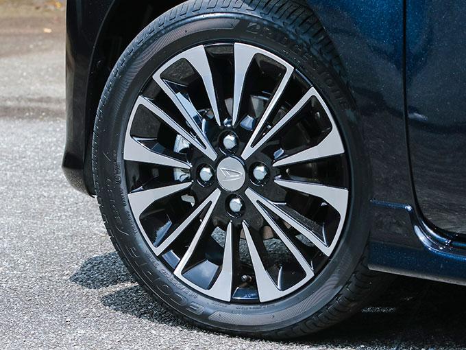 ▲カスタムRSは15インチタイヤを採用