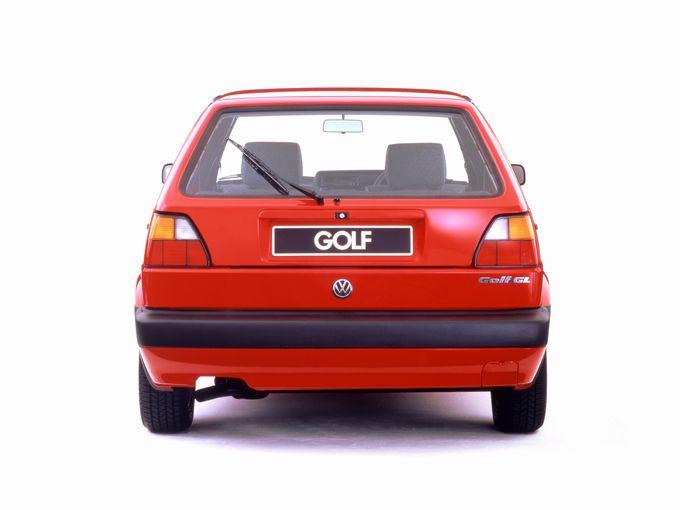 現行型ゴルフは「デカい」のか?その答えはさておき、中古車だから楽しめる「小さなゴルフ」のすすめ