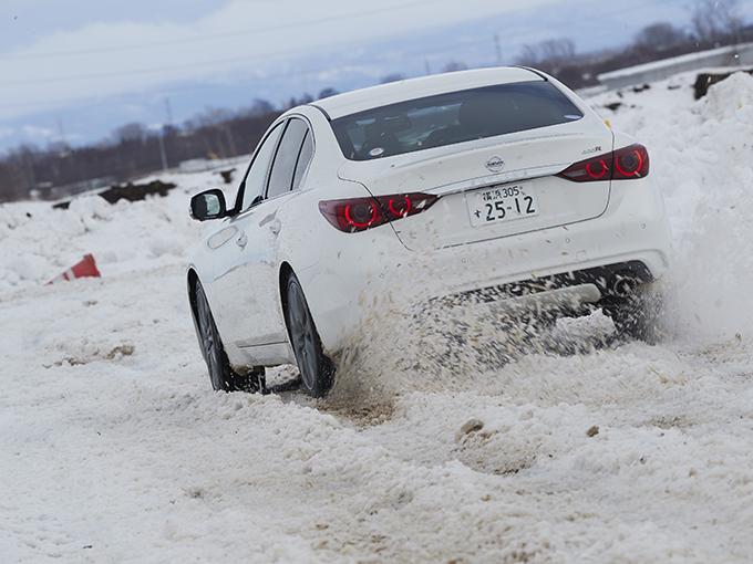 【試乗】日産 スカイライン400R/リーフe+/デイズ│雪上でのフルブレーキ&スラローム走行でわかった! モデルごとの車両制御性能の良しあし