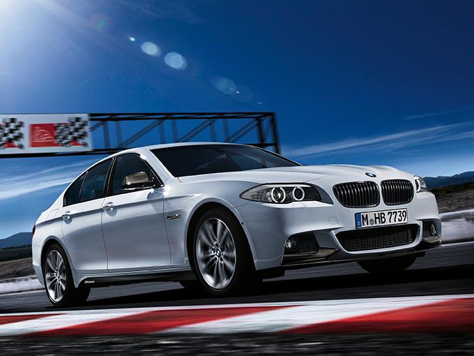 300ps・300N・m以上なのに300万円以下で狙える! トリプルスリーを達成した、BMWのセダンで駆けぬけろ!