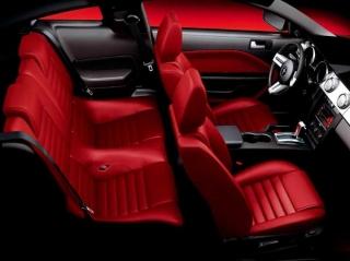 フォード マスタング V8 GT コンバーチブル RED HOT インテリア|ニューモデル速報
