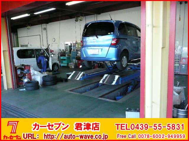 ピットサービスも認証工場でお任せください。もちろん納車時は点検整備を実施した上で納車致します。