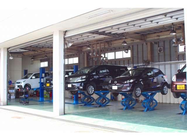 車検用検査ライン【排ガス/ヘッドライト/スピード/ブレーキテスター】も併設していますので、各種点検/調整してお渡し致します。